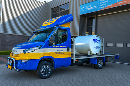 Autobelettering_WC-tje_reclame_carwrap_stickers